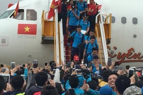 Hàng nghìn cổ động viên có mặt tại sân bay Nội Bài đón đội tuyển U23 Việt Nam