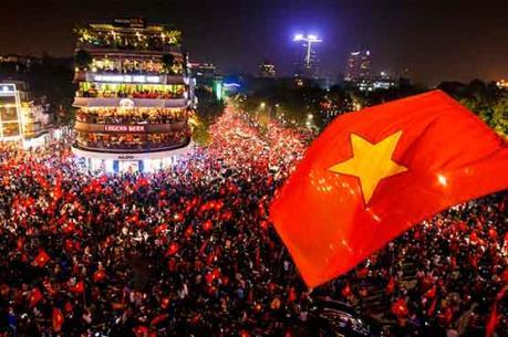 Điều chưa kể về bức ảnh biểu tượng của tinh thần dân tộc sau chiến thắng của U23 Việt Nam
