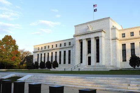 Fed giữ nguyên lãi suất cơ bản