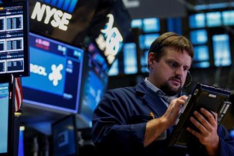 Các nhà đầu tư thuộc các quỹ của Mỹ đua nhau rút tiền khỏi TTCK