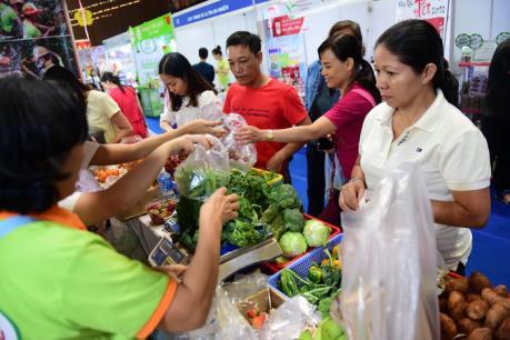 Nhiều sản phẩm độc đáo được giới thiệu tại các phiên chợ Tết