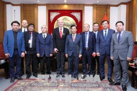 Chủ tịch FIFA cam kết sẽ hỗ trợ cho sự phát triển bóng đá Việt Nam