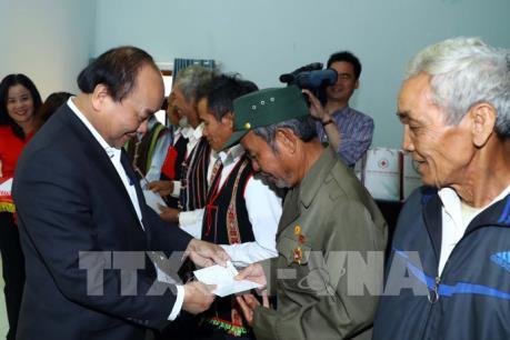 Thủ tướng Nguyễn Xuân Phúc tặng quà Tết cho đồng bào dân tộc thiểu số tỉnh Đắk Nông