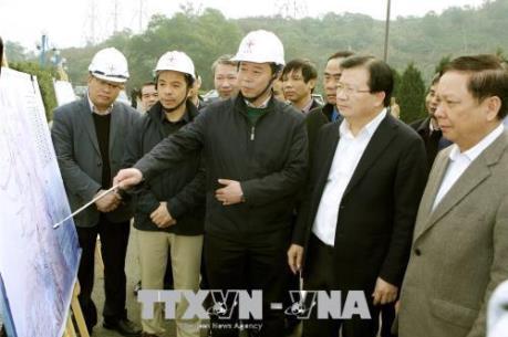 Phó Thủ tướng Trịnh Đình Dũng kiểm tra công tác khắc phục hậu quả thiên tai tại Hòa Bình