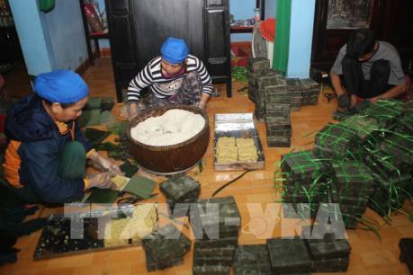 Bánh tét làng Chuồn hối hả phục vụ Tết