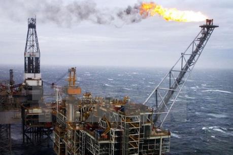 Giá dầu thế giới ghi nhận tuần giảm mạnh nhất trong hai năm