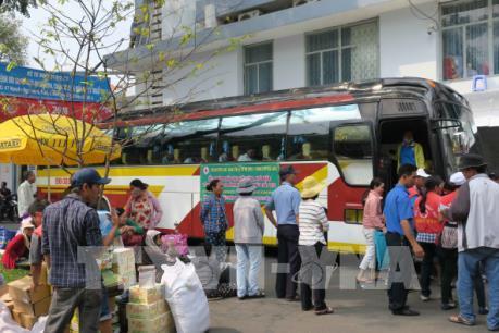 20 chuyến xe đầu tiên đưa công nhân từ Tp Hồ Chí Minh về quê đón Tết