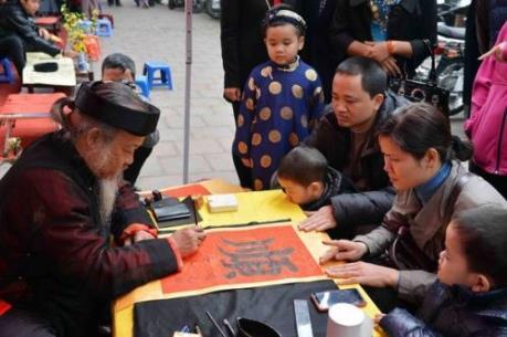 Người Việt thường làm gì trong ngày Tết cổ truyền?