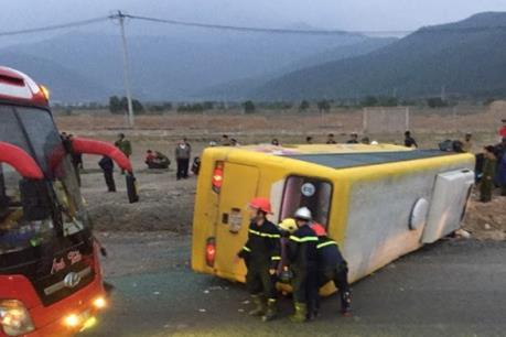 Tai nạn xe khách nghiêm trọng làm 2 người chết, 11 người bị thương