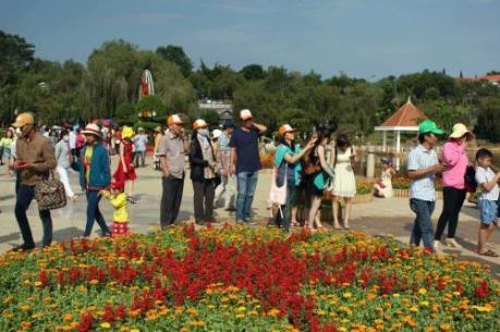 Thú vị đám cưới tập thể của 20 cặp đôi đúng ngày Lễ tình nhân tại Đà Lạt.
