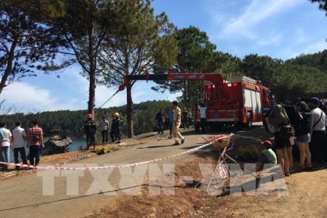 Gia Lai: Xe ô tô 4 chỗ lao xuống vực, 2 cha con chết cháy
