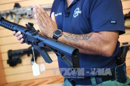 Tổng thống Mỹ Donald Trump đề xuất ý tưởng trang bị vũ khí cho giáo viên