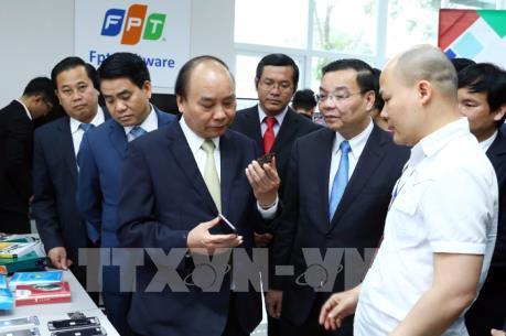 Thủ tướng Nguyễn Xuân Phúc thăm Khu công nghệ cao Hòa Lạc