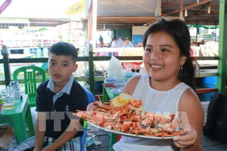 Sản vật biển tươi ngon hút du khách đến đảo Bình Ba