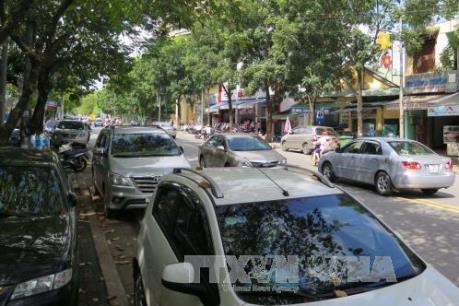 Tp. Hồ Chí Minh đề xuất tăng thu phí xe ô tô tạm dừng đỗ trên lòng đường