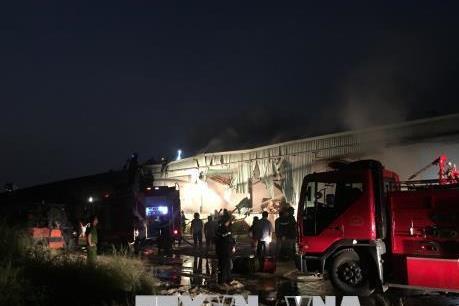 Cháy lớn kho giấy gần 2.000 m2 tại Thành phố Hồ Chí Minh