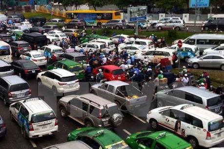 Giao thông kẹt cứng ở khu vực cửa ngõ sân bay Tân Sơn Nhất