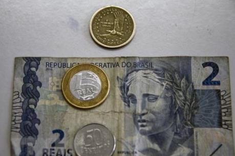 Brazil bán đồng USD để nâng giá đồng nội tệ