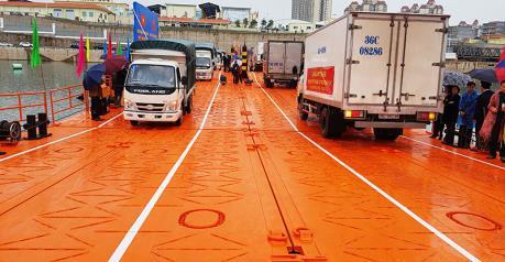 Quảng Ninh thông quan hàng hóa qua lối mở cầu phao km3+4 Hải Yên