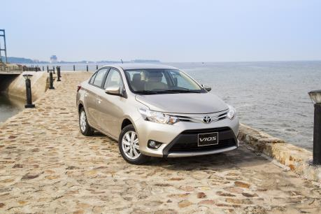 Vắng xe nhập khẩu, doanh số bán hàng của Toyota giảm 20%