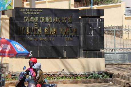 Giáng chức hiệu trưởng trường THCS Nguyễn Bình Khiêm do vi phạm quy định về tài chính