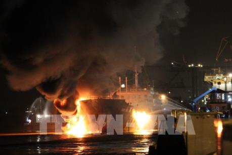 Tàu chở dầu đang cháy lớn tại Hải Phòng