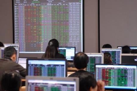 Chứng khoán ngày 24/8: Cổ phiếu dầu khí nâng đỡ thị trường
