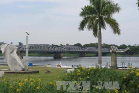 Thừa Thiên - Huế xây dựng tuyến đường đi bộ lát gỗ lim phía nam sông Hương