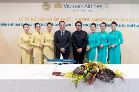 Vietnam Airlines công bố Đại sứ Ẩm thực Toàn cầu Luke Nguyễn