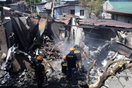 Máy bay rơi vào nhà dân khiến nhiều người thiệt mạng
