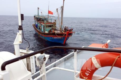Phản đối Trung Quốc đơn phương ban hành Quy chế cấm đánh bắt cá trên biển Đông