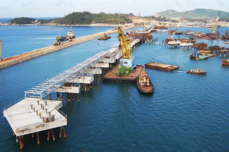 Quảng Ngãi phát triển cảng nước sâu Dung Quất
