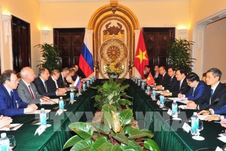 Phó Thủ tướng Phạm Bình Minh hội đàm với Bộ trưởng Ngoại giao Nga Sergey Lavrov