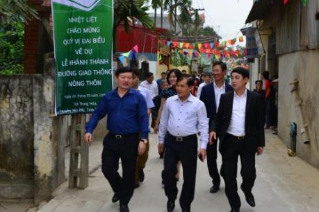 Vietcombank dành hàng tỷ đồng làm đường nông thôn mới tại Hưng Yên