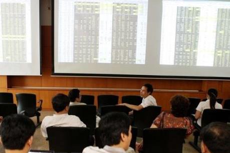 Chứng khoán sáng 16/4: Nhà đầu tư thận trọng, VN- Index tiếp tục giảm sâu