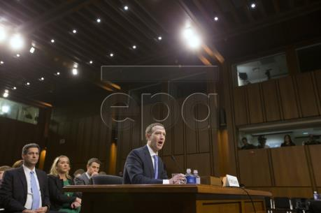 Vụ bê bối dữ liệu của Facebook: Ông M.Zuckerberg điều trần trước Quốc hội Mỹ