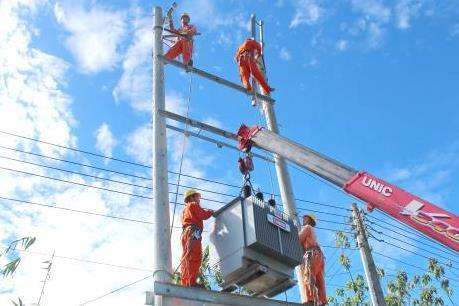 Điện lực miền Nam làm gì để giảm sự cố do sét?