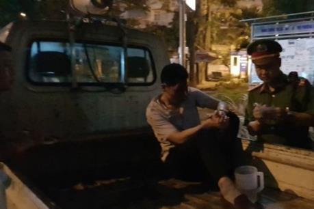Bắt khẩn cấp lái xe ô tô kéo lê người và xe máy ở ngã 6 Ô Chợ Dừa