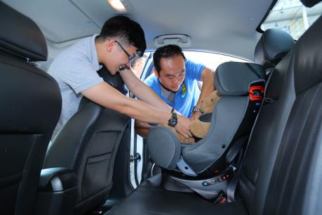 Chia sẻ kiến thức về an toàn cho trẻ khi ngồi trên ô tô