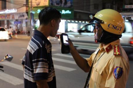 Kỷ luật cảnh cáo Cảnh sát giao thông có hành vi đạp người vi phạm