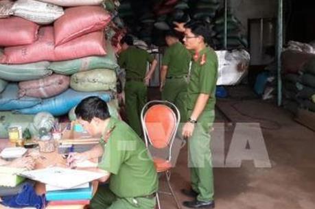 Vụ vỏ cà phê nhuộm pin: Khởi tố vụ án, tạm giữ khẩn cấp 5 đối tượng