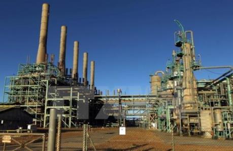 Giá dầu châu Á rời khỏi mức đỉnh trong hơn ba năm