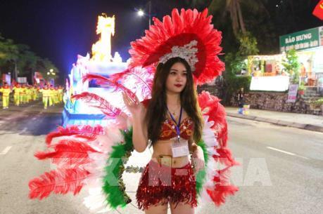 Rực rỡ Carnaval Hạ Long 2018 với Lễ diễu hành 12 xe hoa