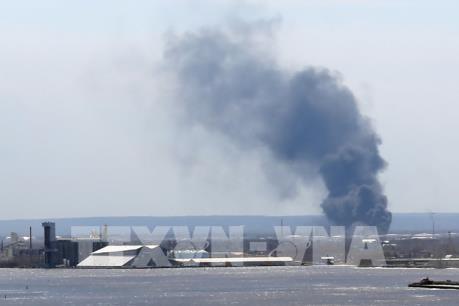 Tin mới nhất về vụ nổ nhà máy lọc dầu Husky Energy tại Mỹ
