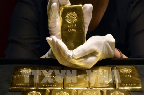 Giá vàng thế giới giảm hơn 1%