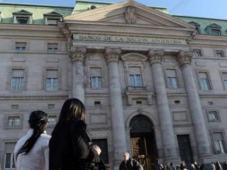 Argentina kêu gọi hỗ trợ tài chính từ IMF để tránh khủng hoảng kinh tế