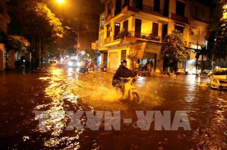 Dự báo thời tiết Hà Nội 10 ngày tới: Ngày nắng nóng, đêm chuyển mưa dông
