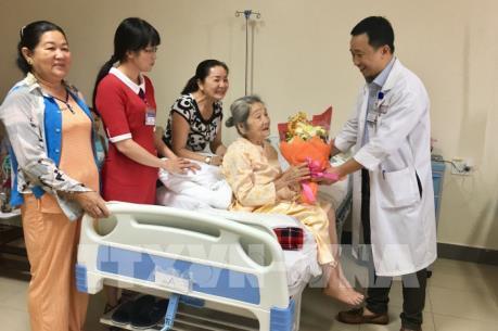 Điều trị gãy xương đùi thành công cho cụ bà 101 tuổi