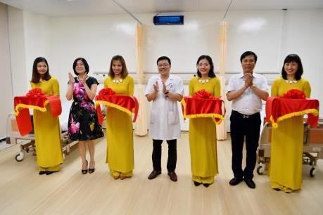 Vietcombank tài trợ nâng cấp nội thất và trang thiết bị 2 phòng bệnh của BV Hữu Nghị
