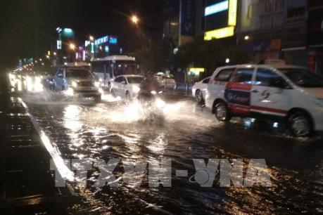 Nhiều khu vực trũng thấp ở TP Hồ Chí Minh bị ngập trong mưa lớn